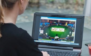 Follow these 4 Tips when Playing Online Poker