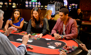 How do you play poker at a casino?