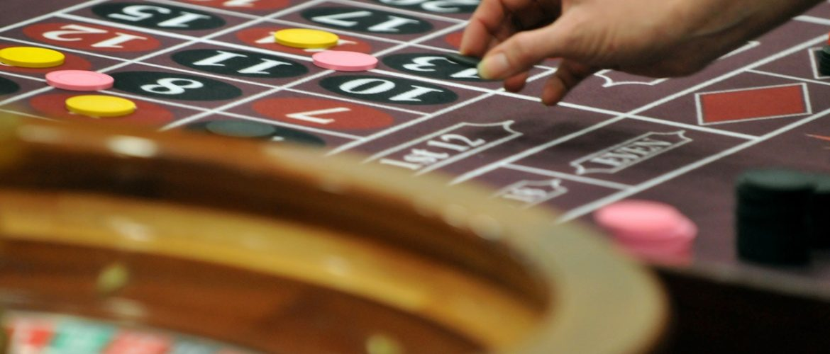 What are some of the advantages of a live casino?