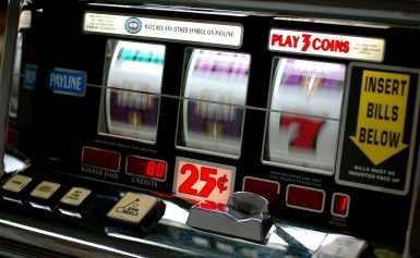 Stop repeating these mistakes if you want to earn money from online slot games